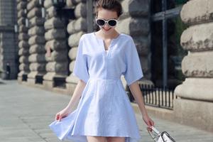 蓝白细条纹蝙蝠袖a字连衣裙