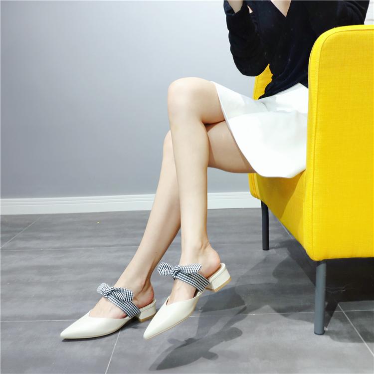 米白色尖头低跟拖鞋